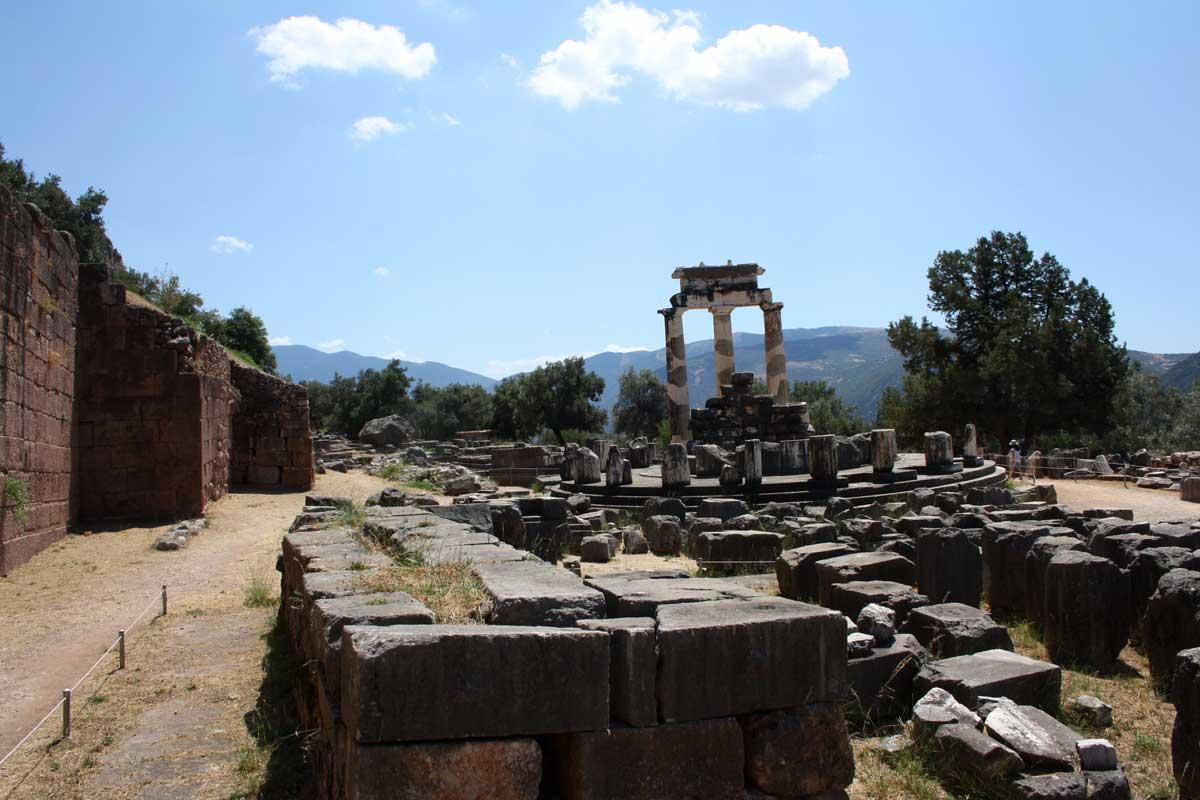 Tholos di Atena, Delfi