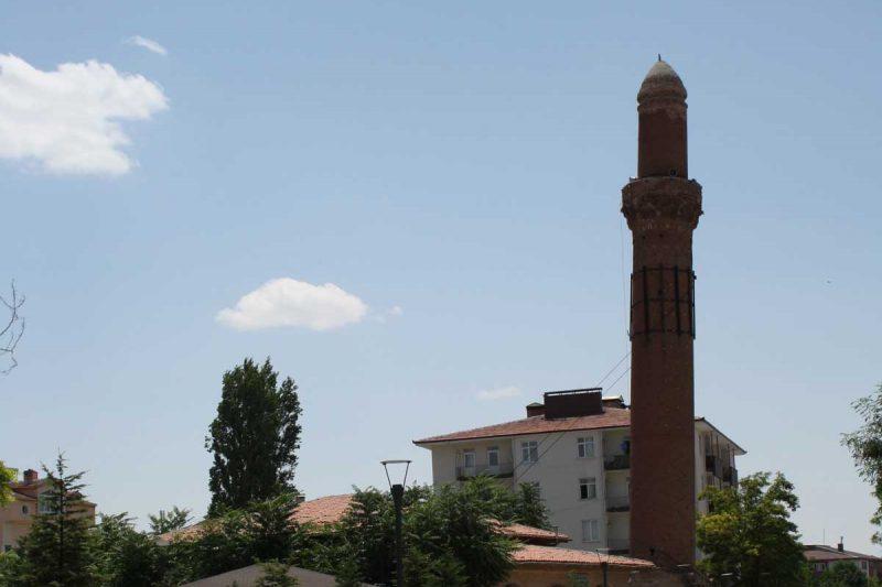 Il lago salato del Tuz Gölü e il minareto pendente di Aksaray