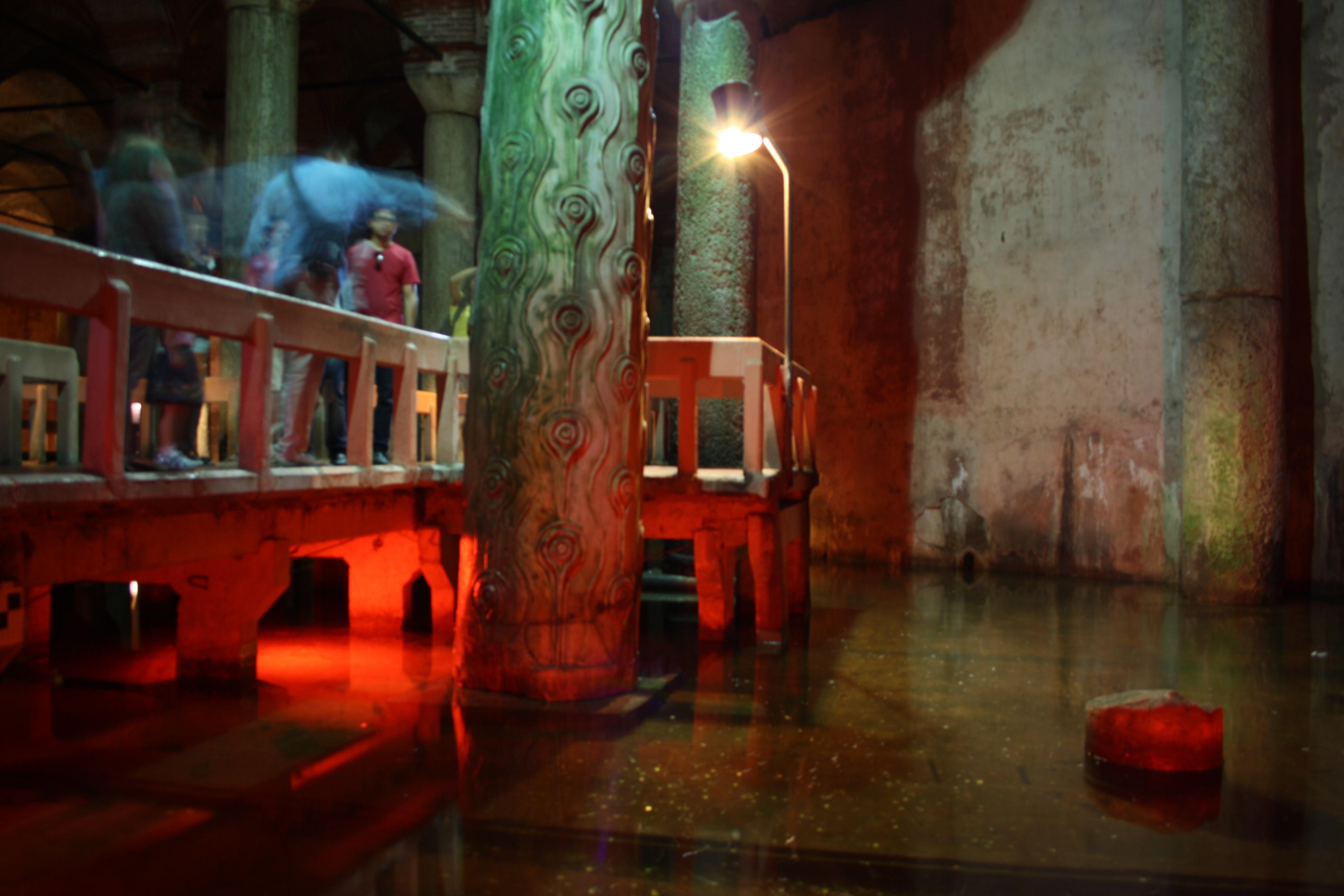 Cisterna Basilica, la colonna con il buco