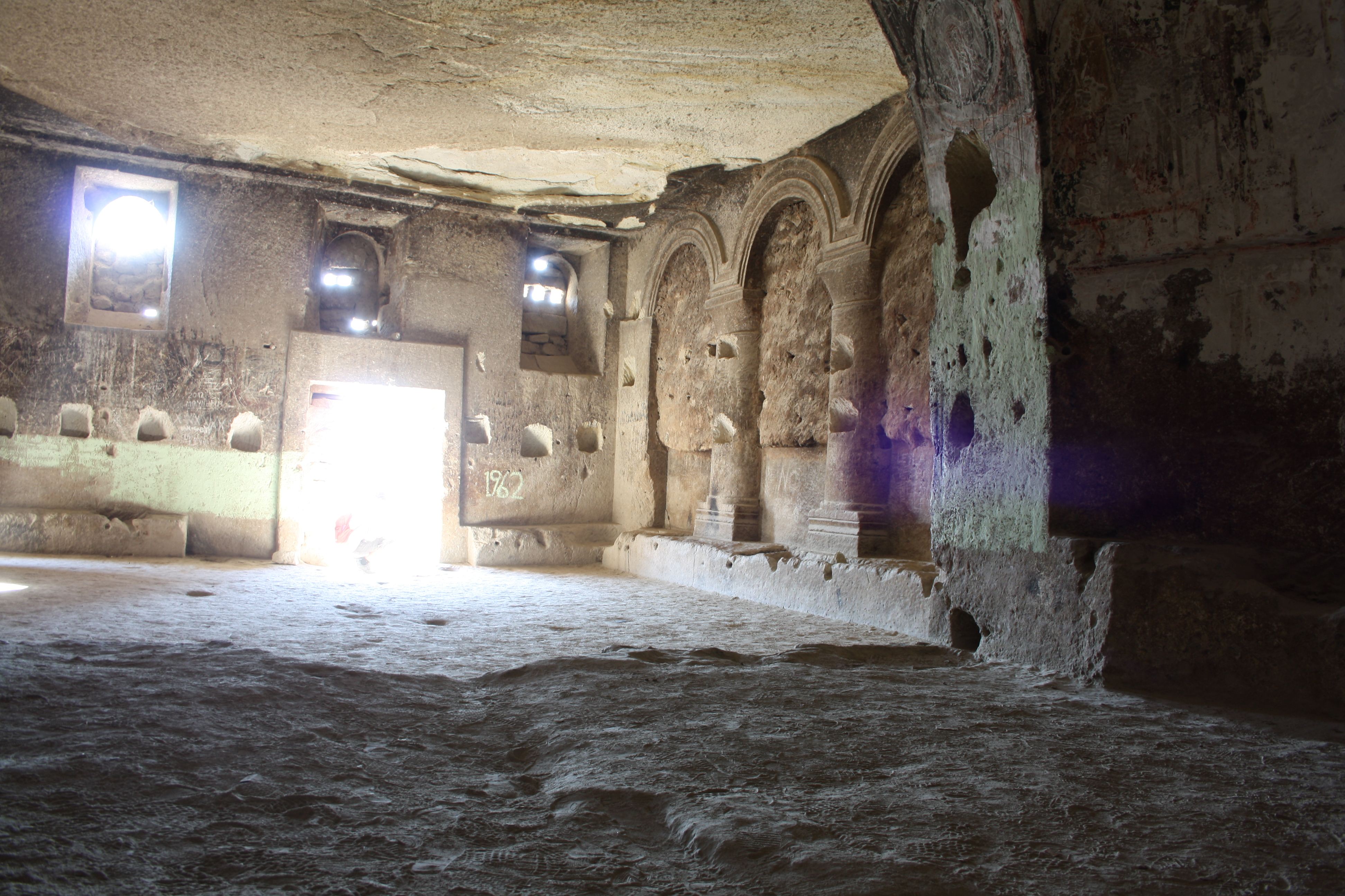 interno della Chiesa di san Giovanni Battista nel castello di Cavusin
