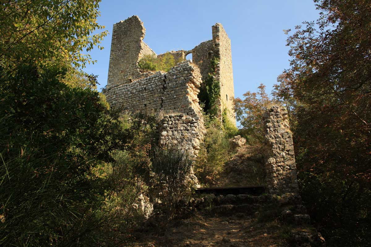 Castelvecchio sul Monte Cornocchio