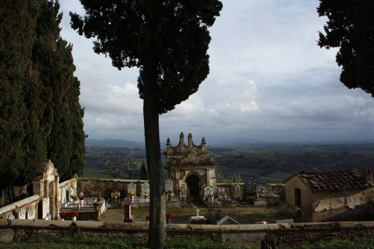 Toiano, il cimitero