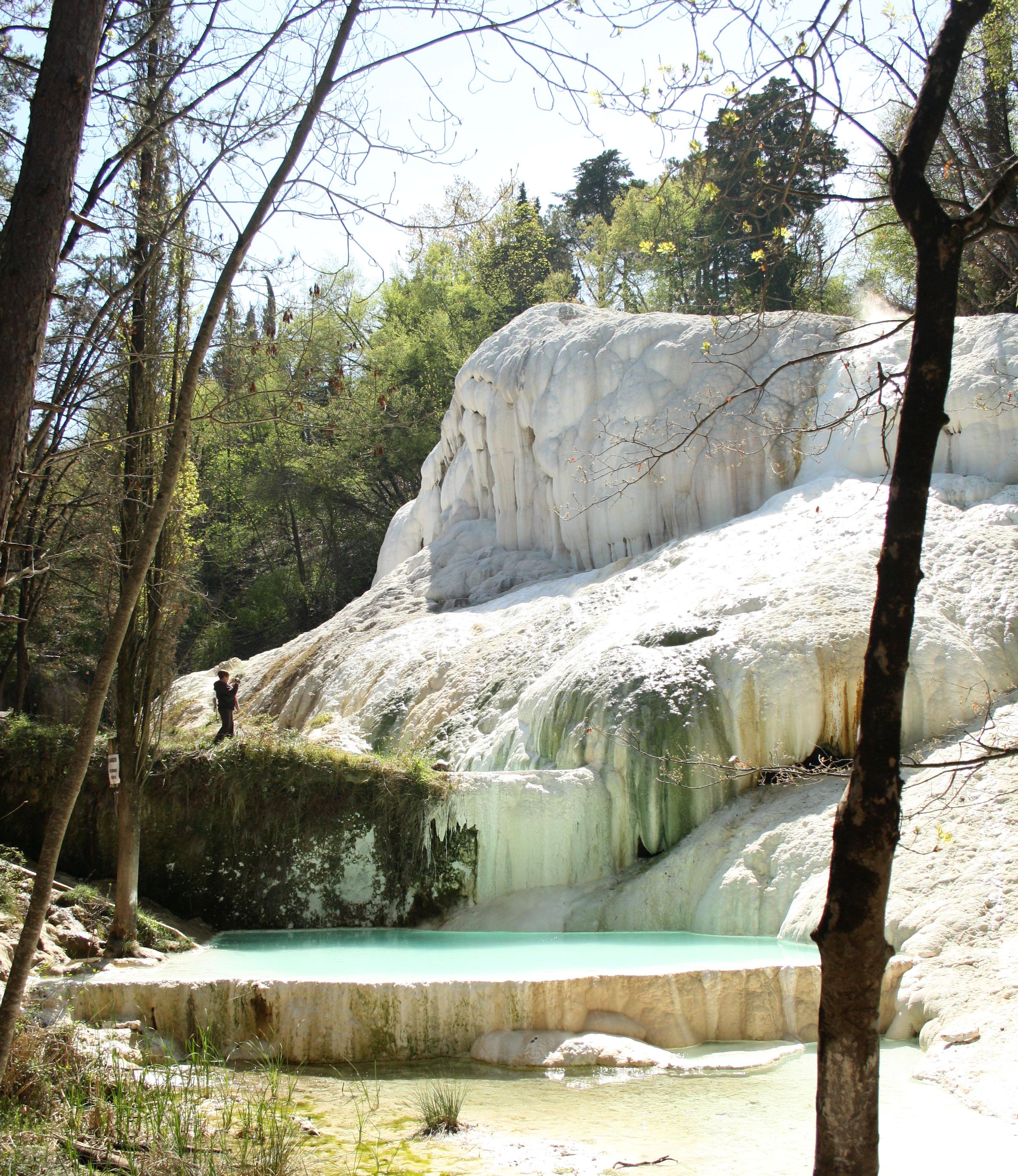 10 cose da fare in Toscana: la Balena Bianca, terme San Filippo