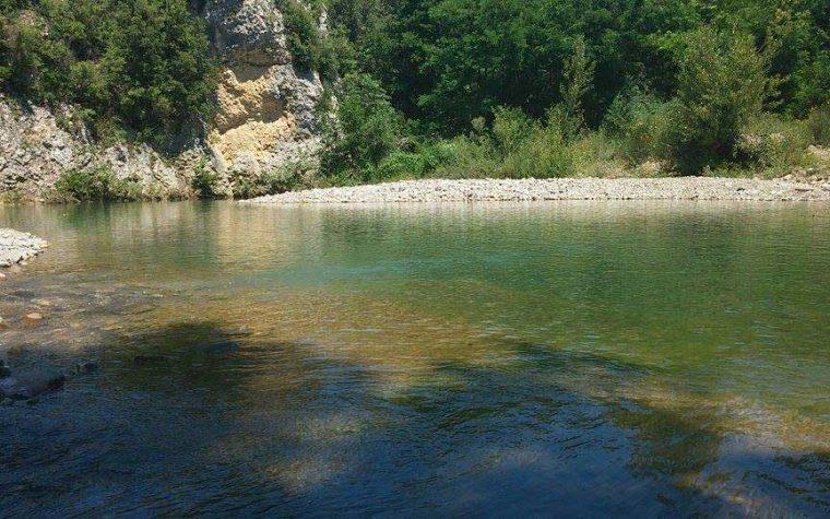 La pozza verde sul Torrente Pavone