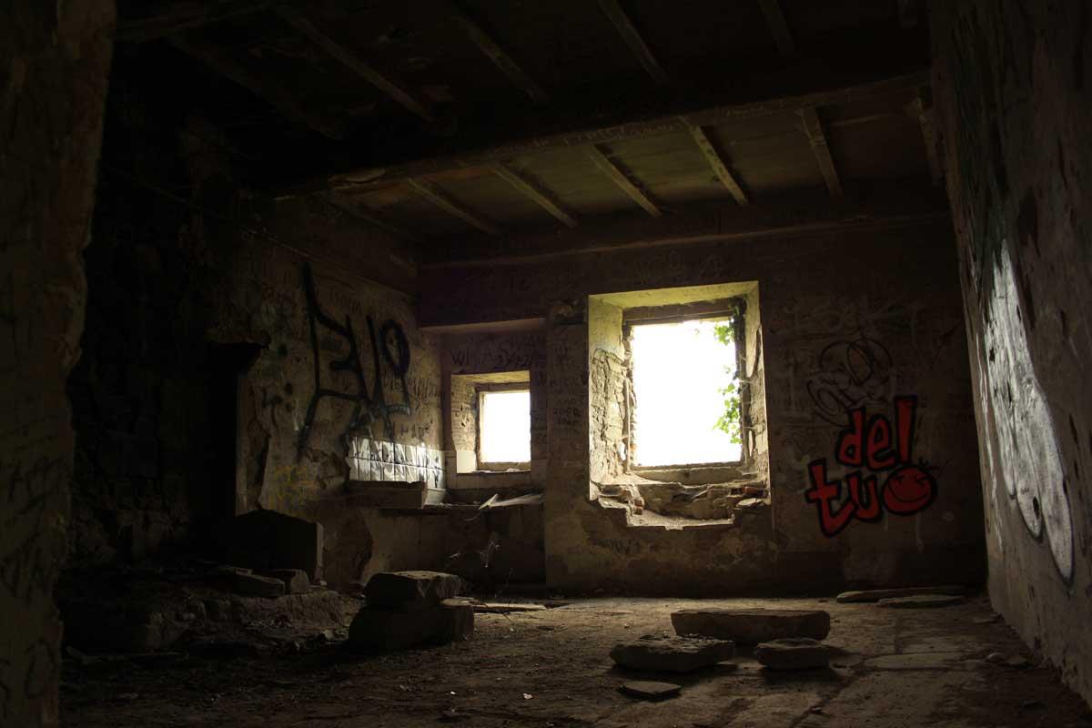 Città fantasma in Toscana, interno del paese di Castiglioncello