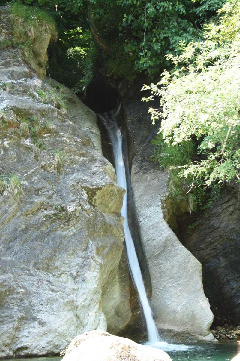 La cascata di Malbacco, lo scivolo