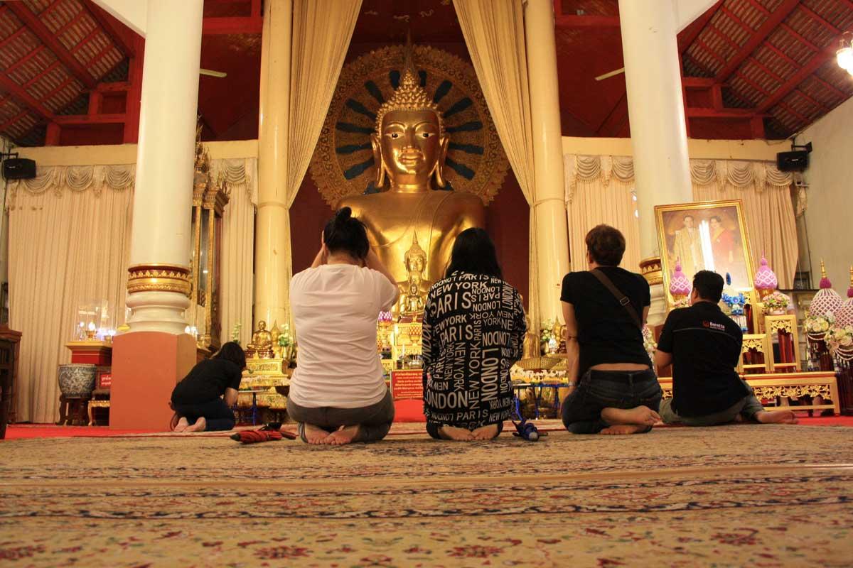 Come comportarsi in un Tempio Buddista