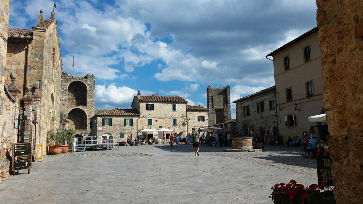 La piazza centrale, Monteriggioni