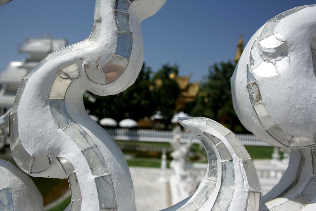 particolare del ponte, Wat Rong Khun (White Temple)