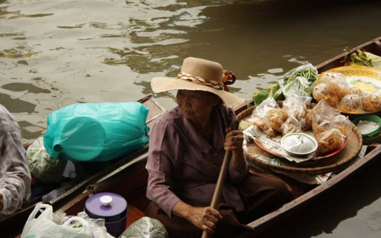 Il mercato galleggiante di Dumnoen Saduak