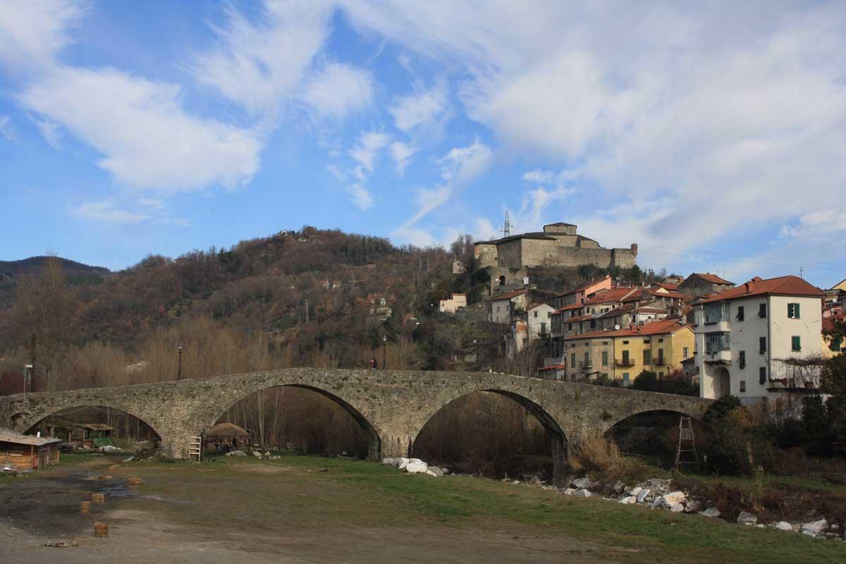 Il Castello di Piagnaro e le misteriose stele della Lunigiana
