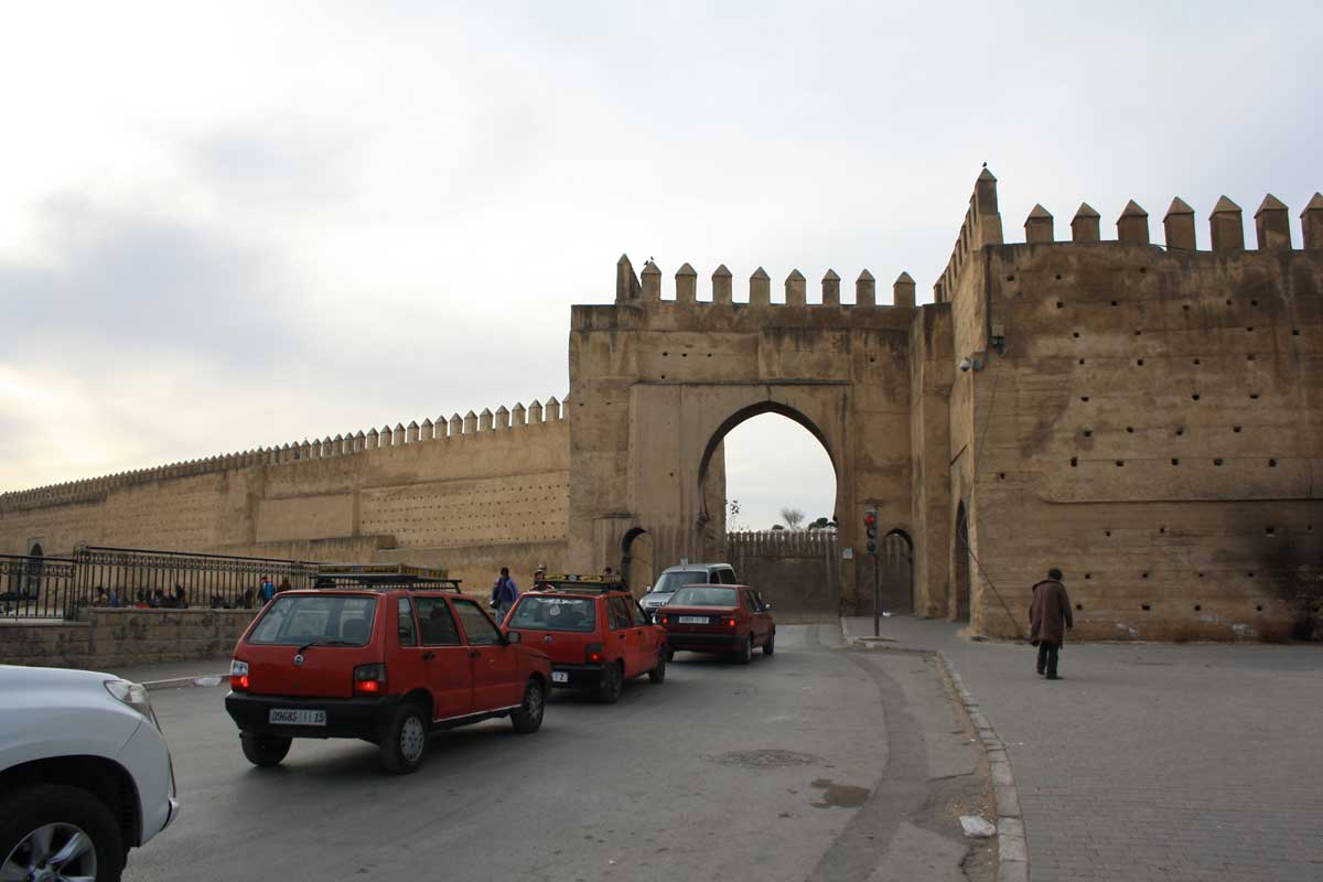 Come muoversi a Fes: i petit taxi rossi