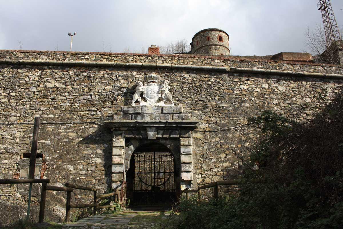I Forti di Genova, Forte Sperone, ingresso