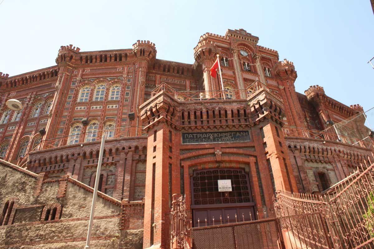 Liceo greco-ortodosso (Rum Lisesi), Itinerario insolito alla scoperta della vera Istanbul: Fatih, Fener, Balat
