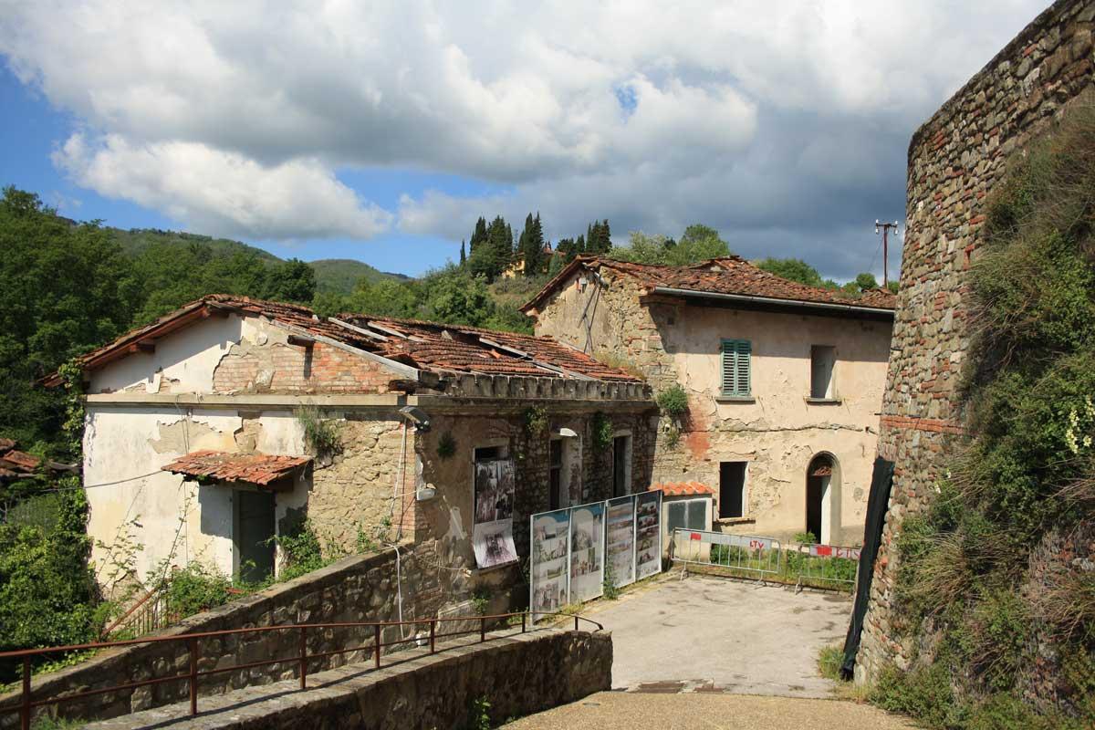Il borgo abbandonato di Castelnuovo dei Sabbioni