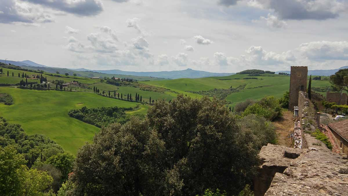 In sella alla Vespa in Val d'Orcia con Vintage Tours