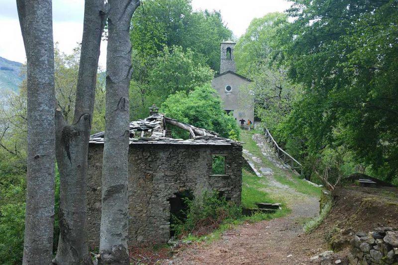 Il borgo disabitato di Col di Favilla