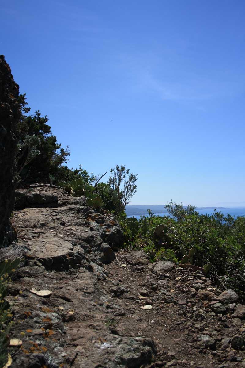 Sentiero da Castel Sonnino alla tomba di Sidney Sonnino