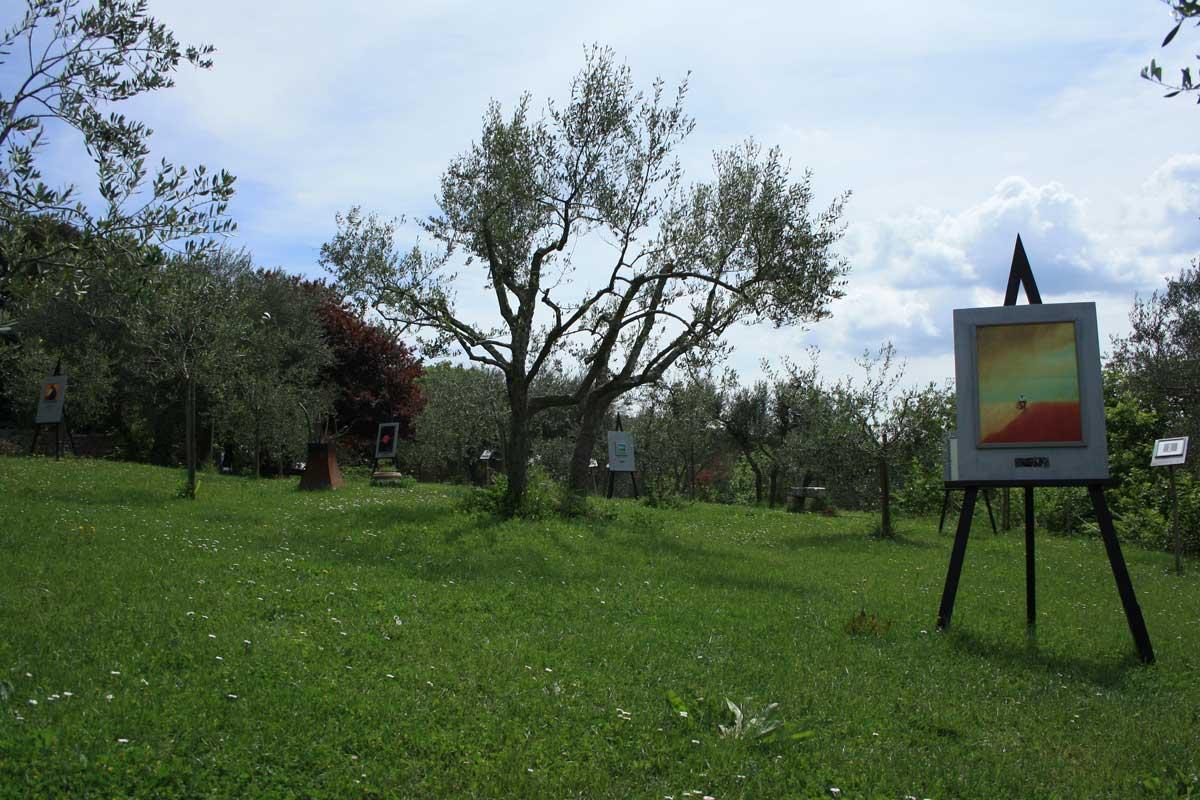 In sella alla Vespa in Val d'Orcia con Vintage Tours, Monticchiello