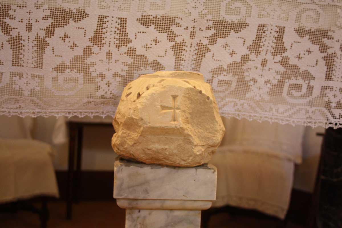 Pietra della terra santa Castel Sonnino