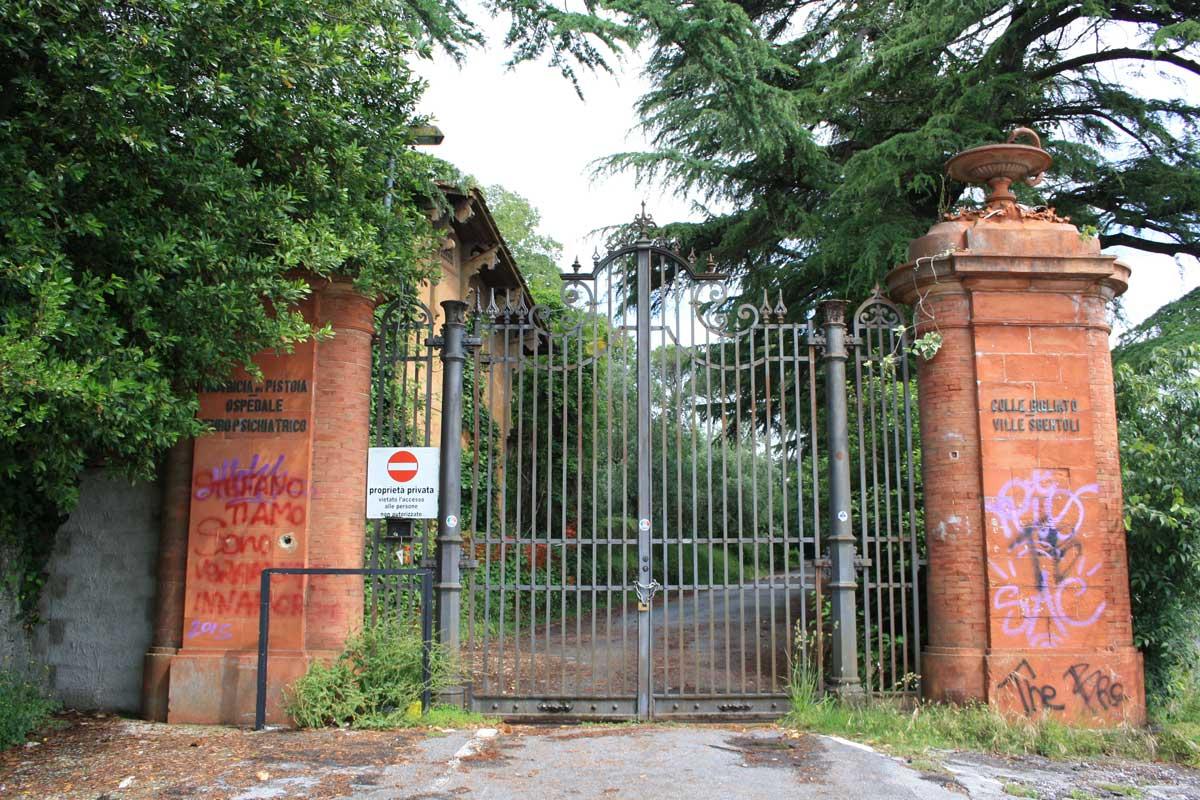 Un ex- manicomio abbandonato: Ville Sbertoli, l'ingresso