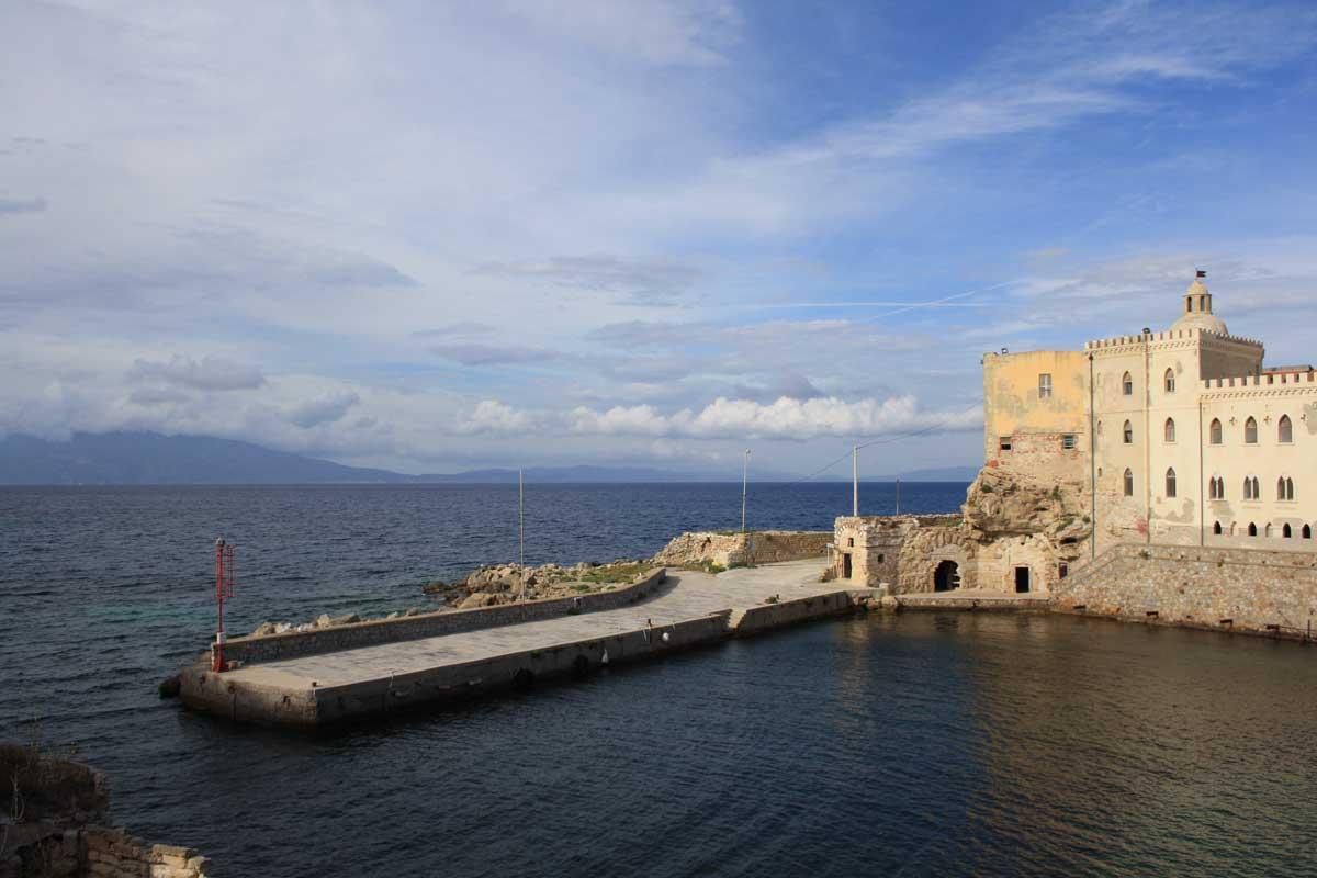 I caraibi in Toscana: l'isola di Pianosa, il porticciolo