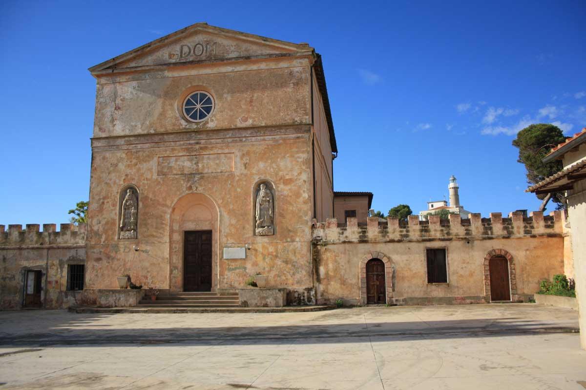 I caraibi in Toscana: l'isola di Pianosa, la chiesa