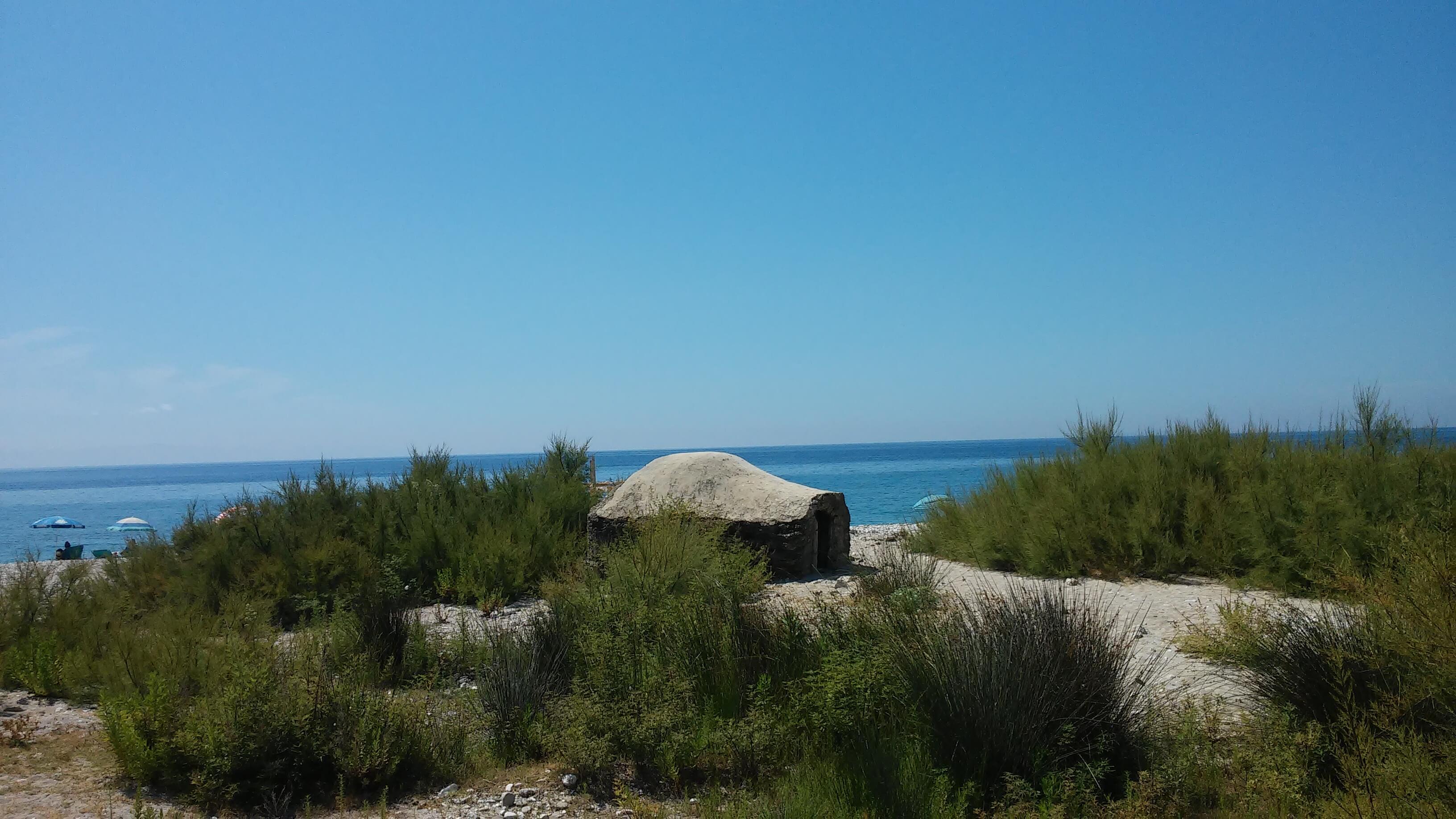 Spiaggia Borsh Albania bunker