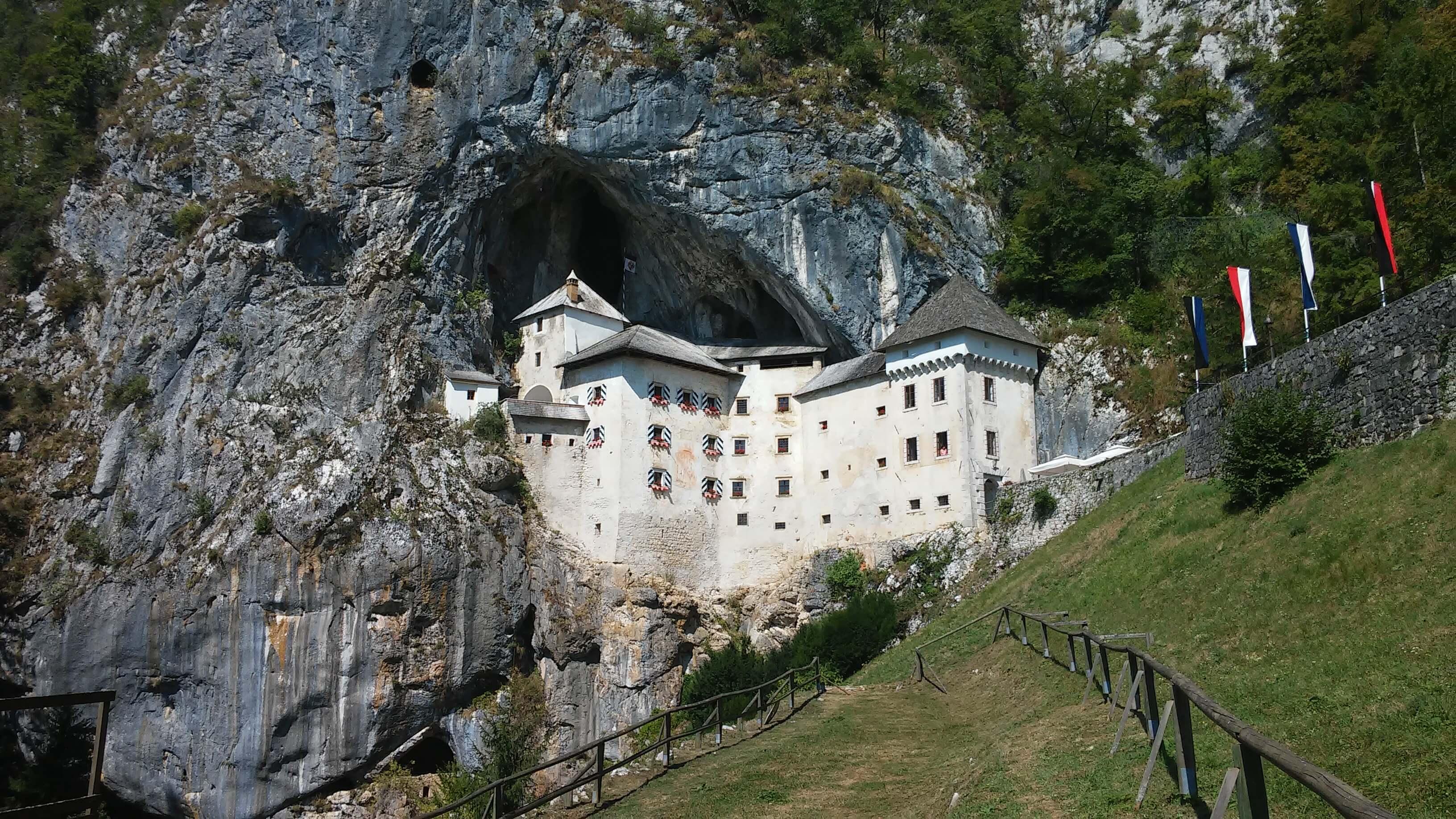 Slovenia, Postumia, il castello Predjama