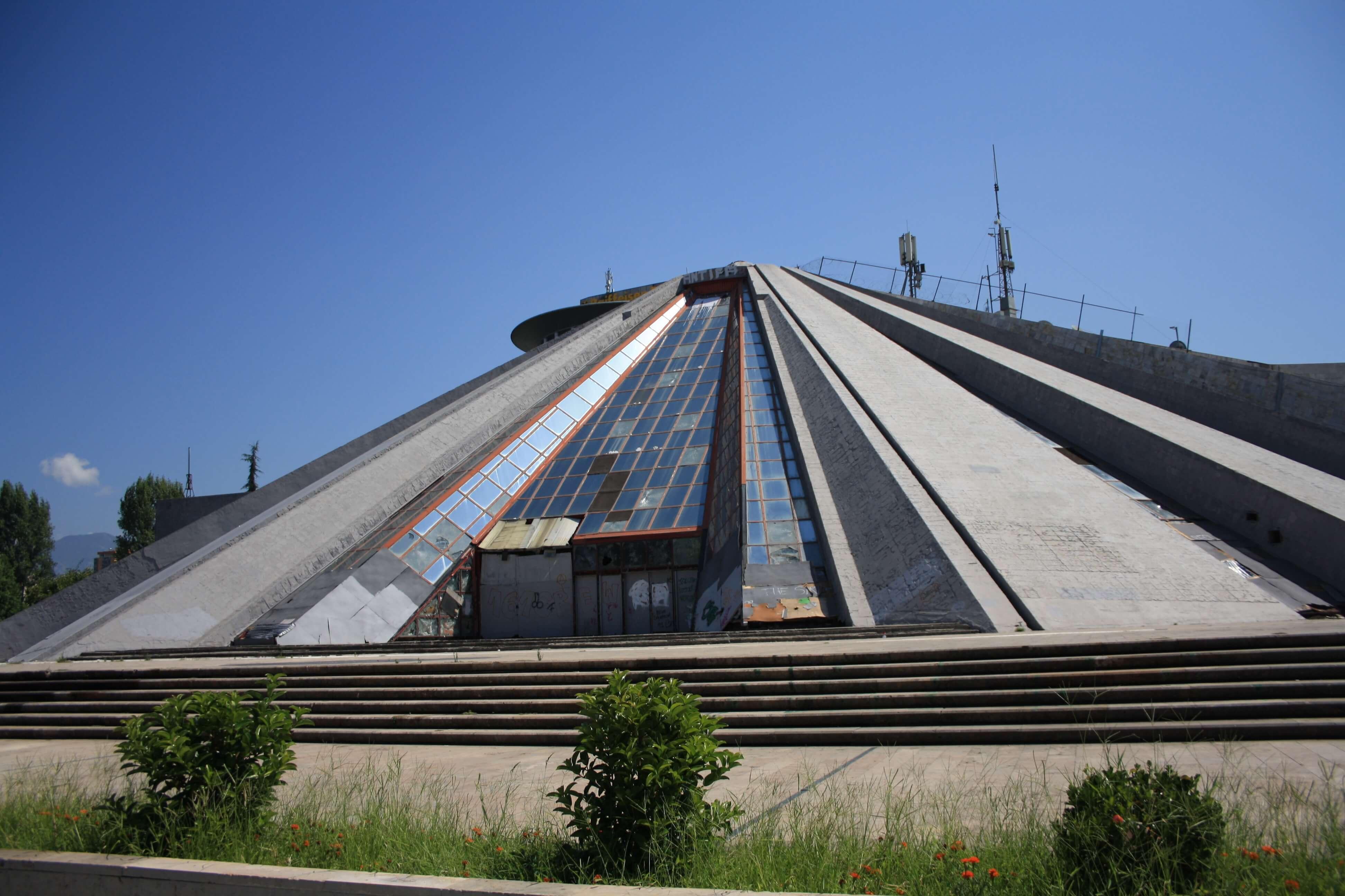 Piramide Tirana Albania
