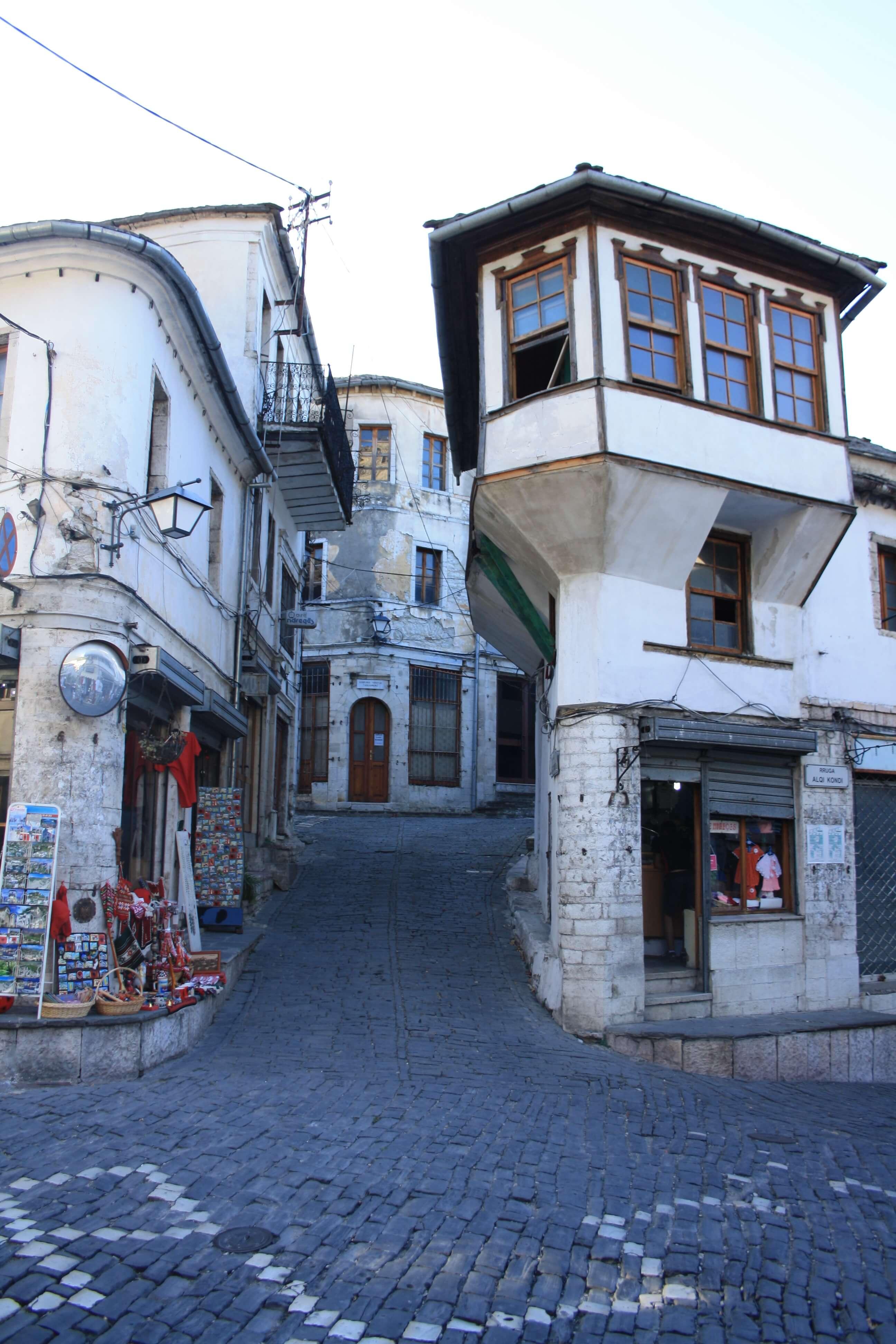 Argirocastro Albania itinerario bambini