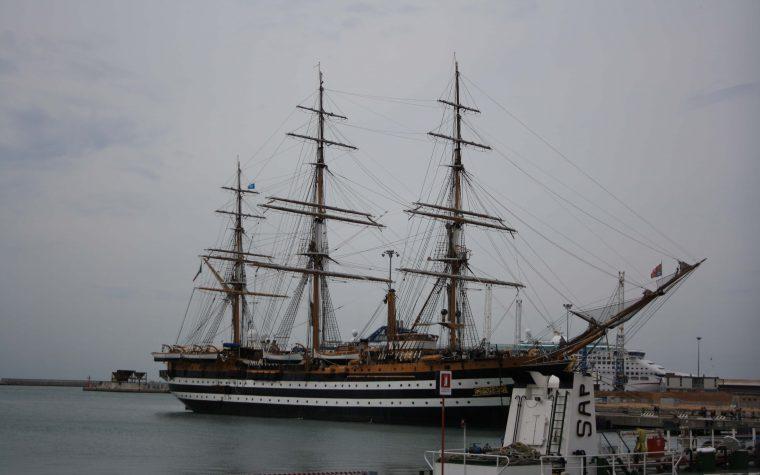 Visitare l'Amerigo Vespucci, un antico veliero