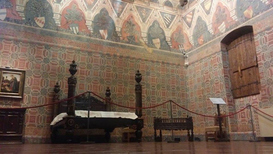 All'interno di una casa medievale fiorentina: Palazzo Davanzati, la sala dei pavoni