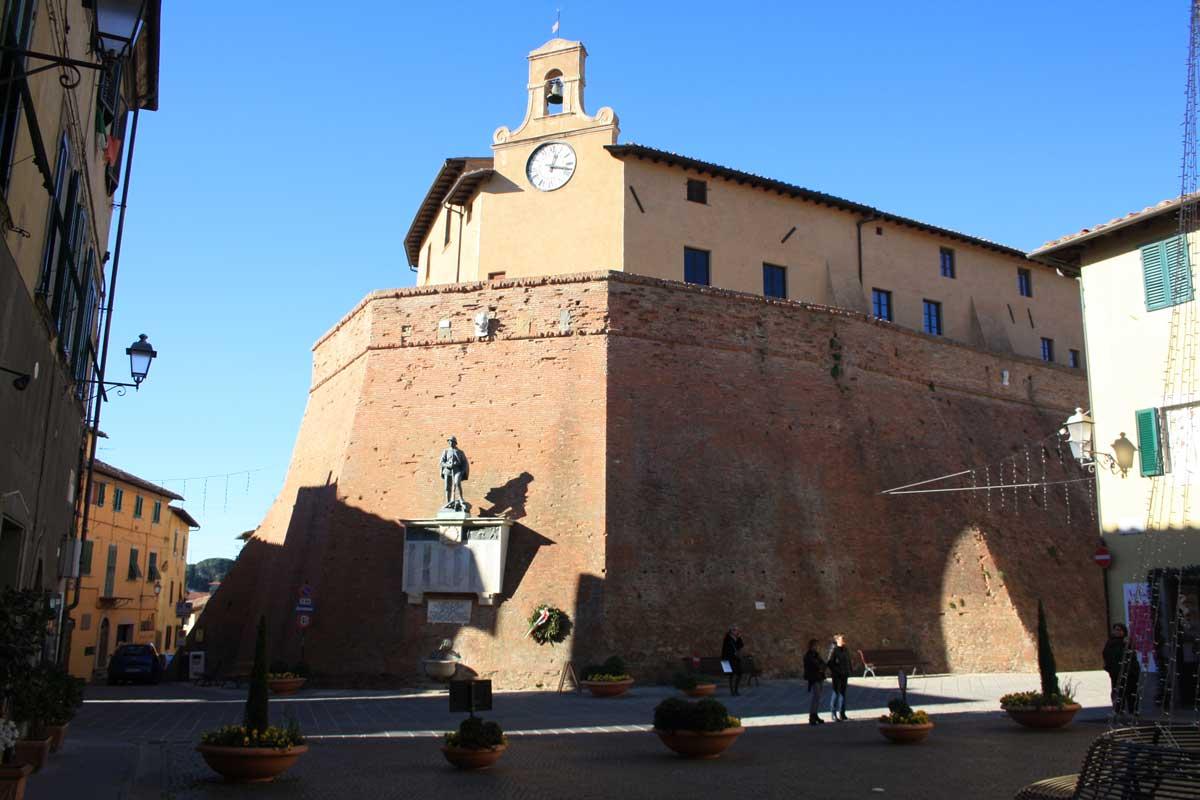 Castello dei Vicari, Lari