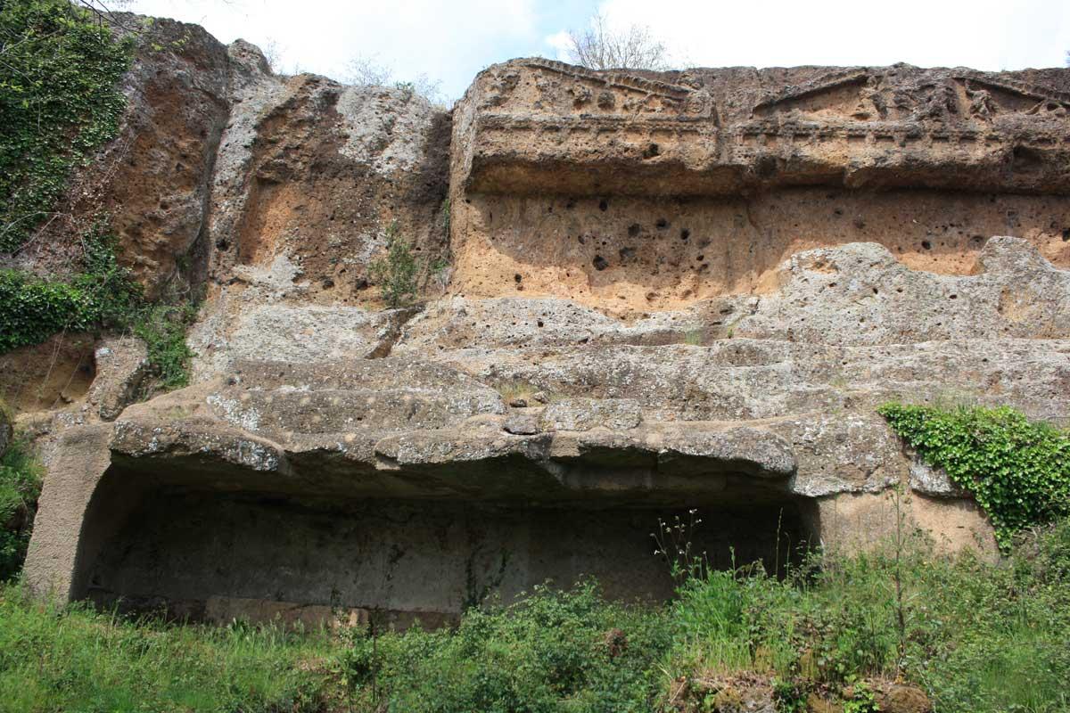 Norchia Antica, tombe doriche