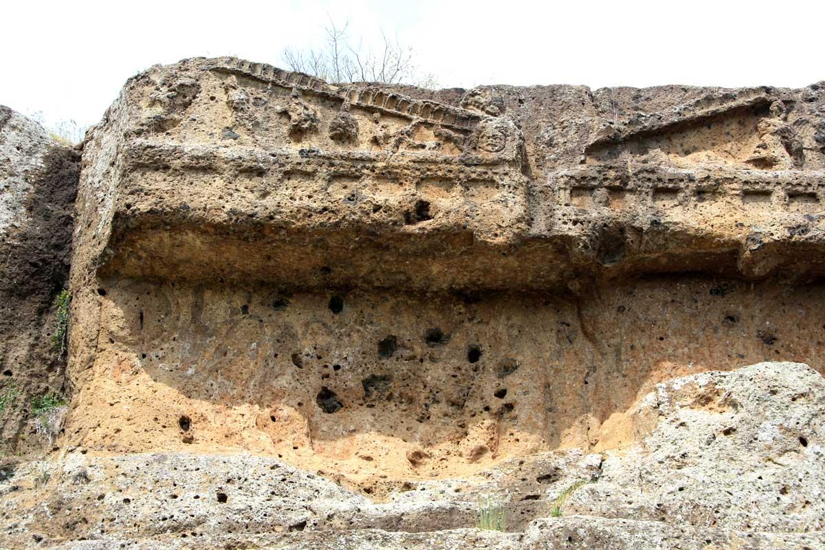 Norchia Antica tombe doriche
