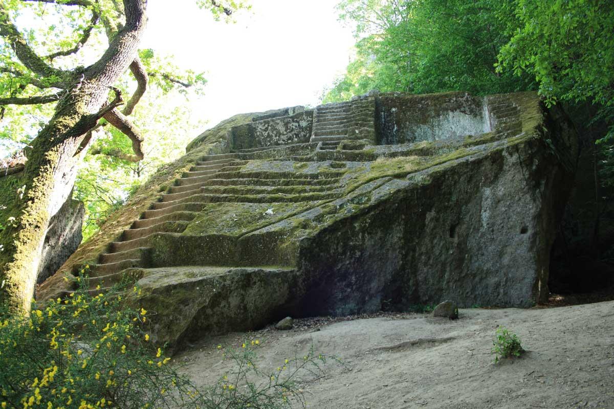 Tuscia explorer: tre giorni alla scoperta della Tuscia, Piramide etrusca