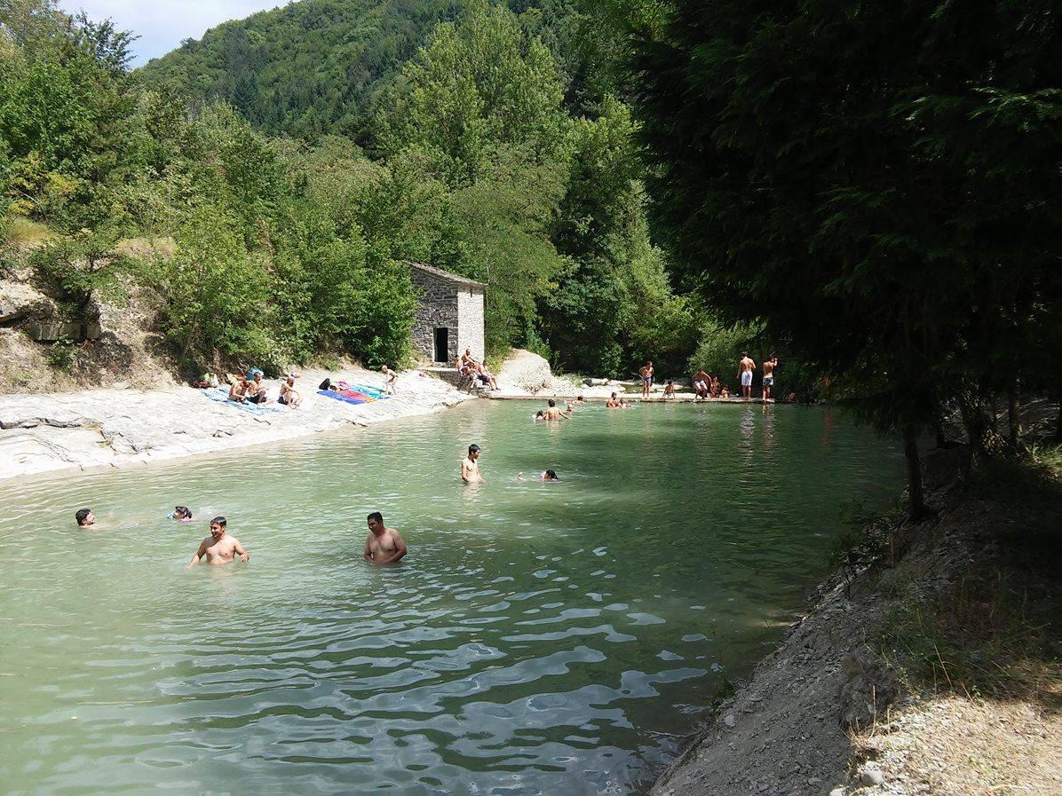 La Grotta Urlante e le piscine naturali del fiume Rabbi: la pozza vicino all'Agriturismo Ribolla