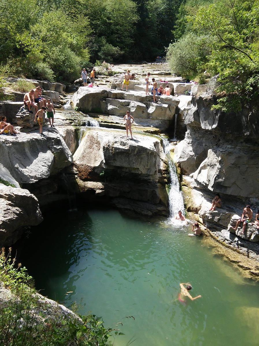 La Grotta Urlante e le piscine naturali del fiume Rabbi: la Cascata della Sega