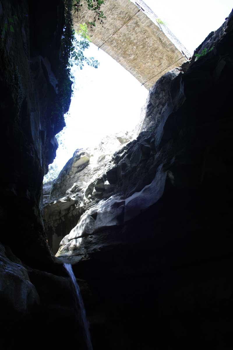 La Grotta Urlante e le piscine naturali del fiume Rabbi