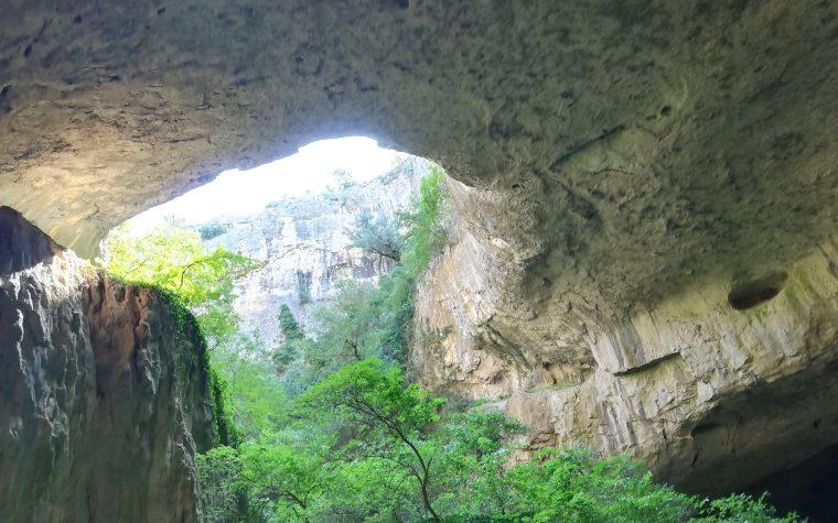 Grotte di Devetashka e le cascate di Krushuna