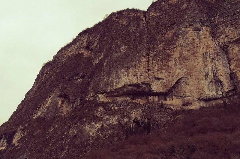 Castel San Gottardo, il castello nella grotta