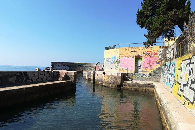 La spiaggia di Castel Sonnino: il molo che è diventata una piscina