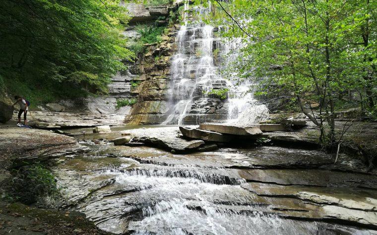 La cascata e le piscine naturali dell'Alferello
