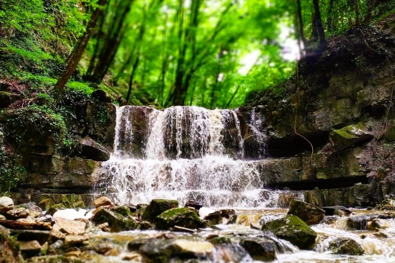 Il borgo di Rivalto e le sue cascate